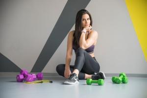 vežbe kod kuće- trening instrukcije-vežbe za celo telo-vežbe za telo-vežbe kod kuće-trening kod kuće-trening za mršavljenje-vežbe za mršavljenje-youtube instrukcije-Janka Budimir-klub zdravih navika-iceberg salat centar