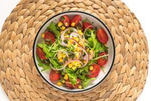 salata-prilog-rukola-cherry paradajz-recept-ručak-Iceberg Salat Centar