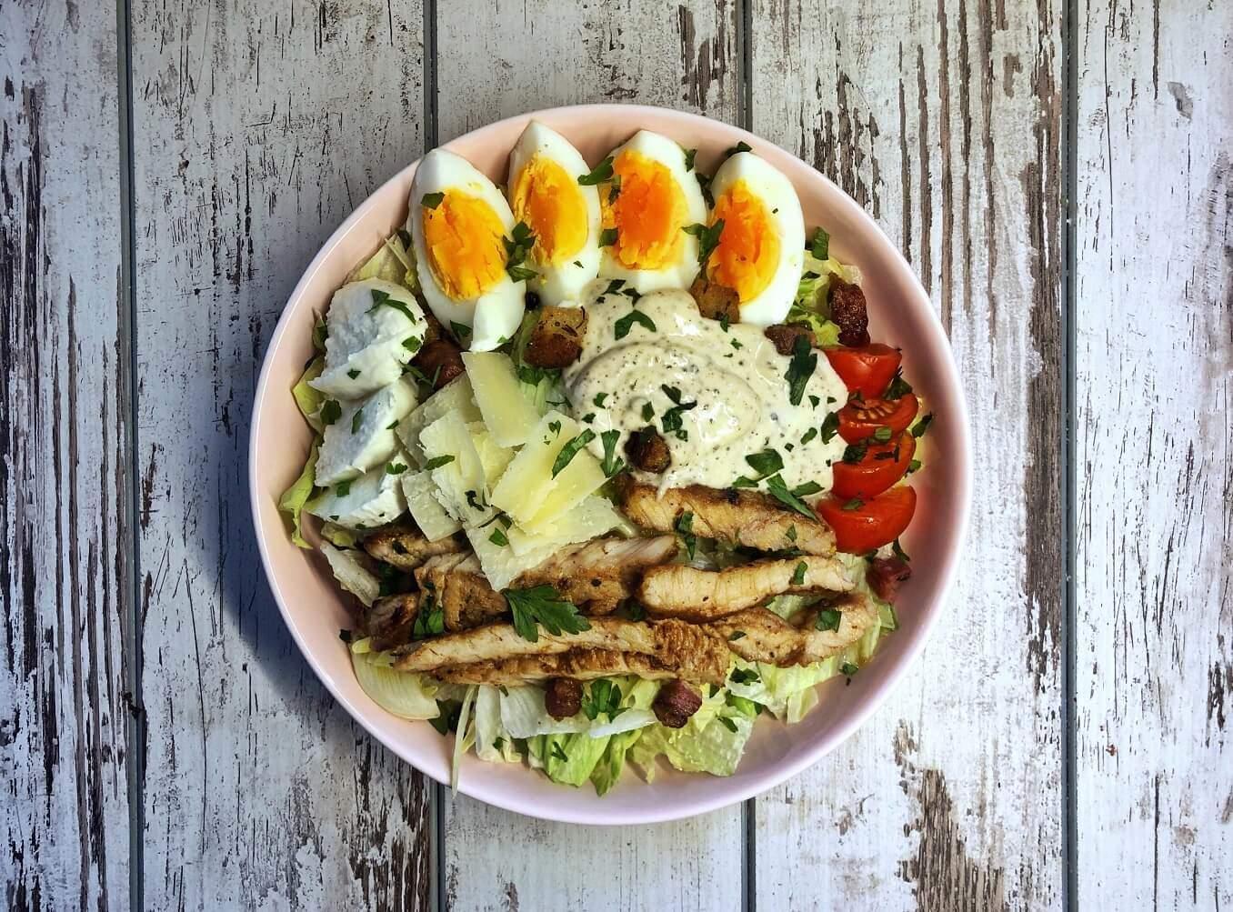 obrok salata sa ćuretinom-salata-ćuretina-preliv-dresing-obrok-ručak-jelo-recept-Iceberg Salat Centar