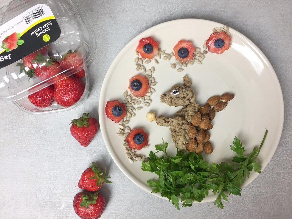ovsena kaša sa jagodama-ovsena kaša-ovsene pahuljice-jagoda-jagode-doručak-obrok-recept-Iceberg Salat Centar