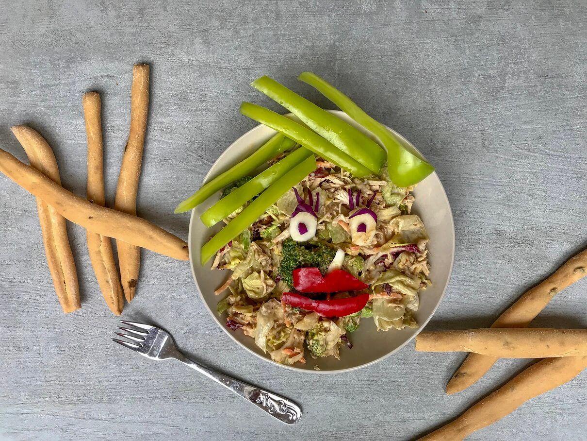 brokoli salata sa piletinom i bademom-badem-brokoli salata-salata-dresing-preliv-zdravo-obrok-prilog-doručak-ručak-večera-hranljivo-recept-Iceberg Salat Centar-Mediteranea salata