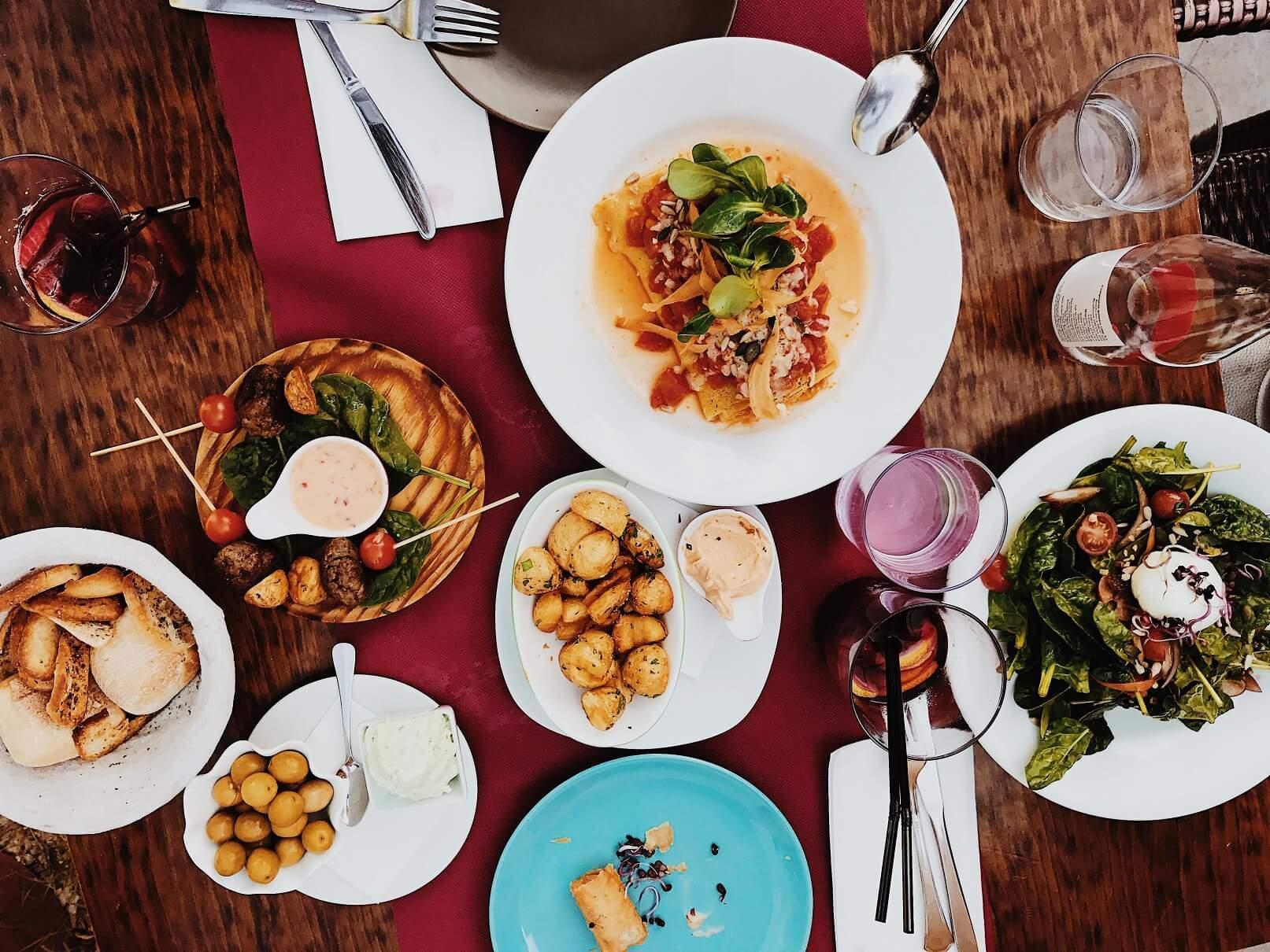 kombinacija namirnica-kako jesti manje za vreme praznika-kako jesti manje-obilni obroci-zdrava hrana-kombinacija jela-kieslost organizna-sturčni savet-stručni saveti-dr. gifing-iceberg salat centar-klub zdravih navika
