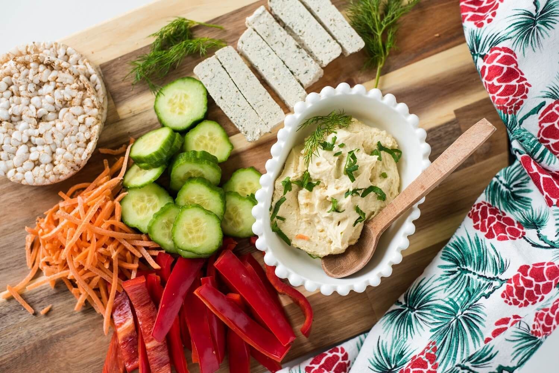 posno predjelo-predjela za slavu-zdravo-ponsno-vegan-užina-obrok-recept-ideja-humus-povrće-raw-iceberg salat centar-klub zdravih navika-totally wellness