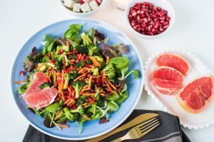 brokoli-nar-salata-salata sa brokolijem-salata sa narom-salata sa pomorandžom-zimska salata-recept-ručak-vegan-zdravo-večera-prilog-predjelo-iceberg salat centar-klub zdravih navika-totally wellness