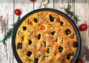 fokača-focaccia-italijanski hleb-hleb-pohača-italijanska pogača-pecivo-doručak-ručak-večera-predjelo-prilog-umak-sos-namaz-paradajz-cherry paradajz-sušeni paradajz-ruzmarin-beli luk-recept-iceberg salat centar-klub zdravih navika-mila's homemade
