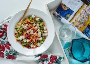 prokelj, kupus, recept, ručak, salata, večera, obrok, jelo, povrće, vegan, nar, zdravo, praziluk, salata sa prokeljom, salata sa prazilukom, tofu sir, tofu, salata sa tofu sirom, klub zdravih navika, iceberg salat centar, totallz wellness
