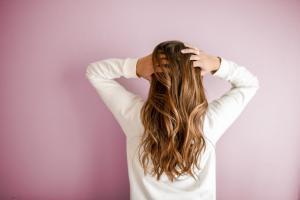 opadanje kose-rast kose-zdrava kosa-kosa-ishrana za kosu-jaka kosa-jačanje kose-sjajna kosa-lepa kosa-ishrana-zdravo-vitamini-proteini-iceberg salat centar-dr. gifing-dr gifing-klub zdravih navika