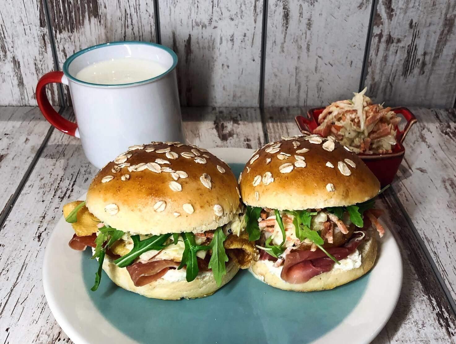 coleslaw-coleslaw salata-salata-koleslav-kolejslav-zemičke-hleb-domaće zemičke-pecivo-testo-zdravo-obrok-jelo-ručak-večera-recept-predjelo-prilog-mila's homemade-klub zdravih navika