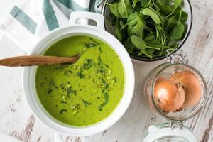 čorba od graška-čorba-grašak-potaž-potaž od graška-ručak-jelo-večera-predjelo-prilog-užina-baby spanać-čorba sa spanaćem-čorba od spanaća-zelena čorba-zeleni potaž-iceberg salat centar-vegan-posno-klub zdravih navika-totally wellness