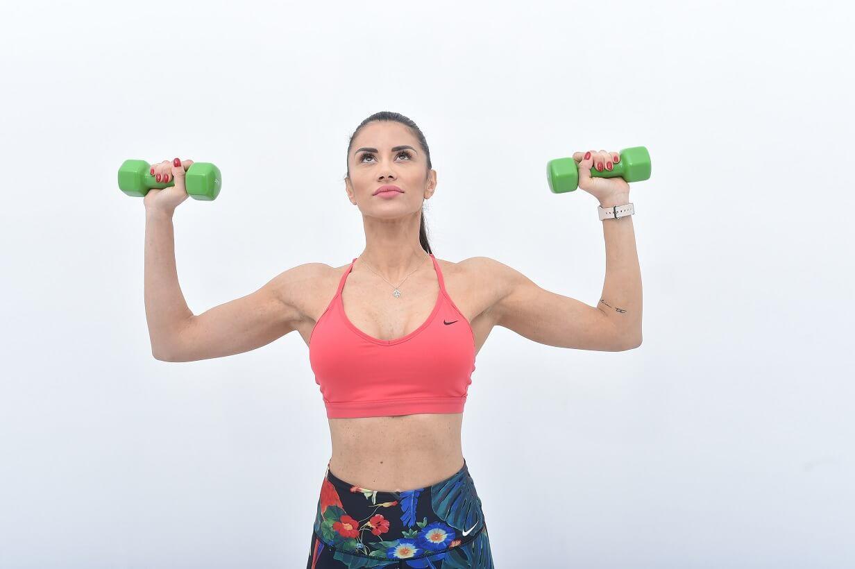janka budimir-fitness instruktorka-fitnes-trening-vežba-zdravlje-zdravo-mišići-ishrana-iceberg salat centar-youtube video