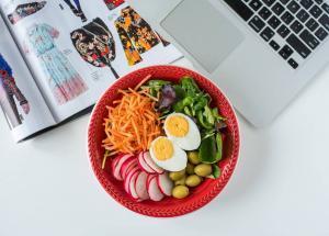 salata sa jajima-salata-šarena salata-jaja-jaje-obrok salata-iceberg salat centar-ručak-večera-obrok-jelo-klub zdravih navika-zdravo-raw-vegan