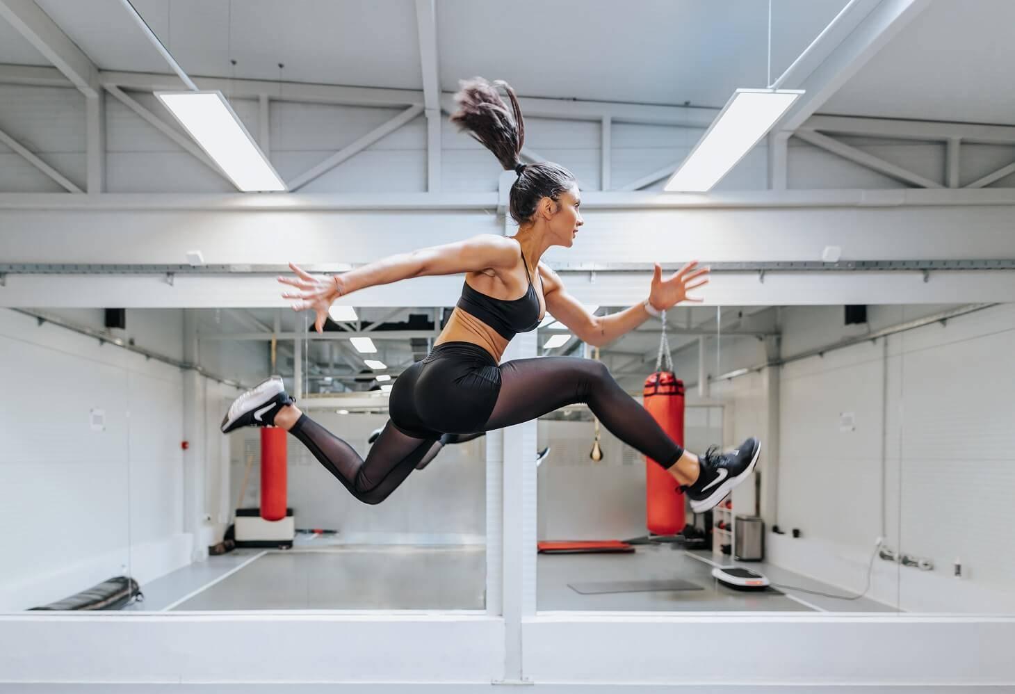 trening-vežba-vežbanje-aerobne vežbe-Janka Budimir-fitness instruktorka-vežbanje kod kuće-vežba kod kuće-iceberg salat centar-klub zdravih navika-ishrana-mišići-zdravlje
