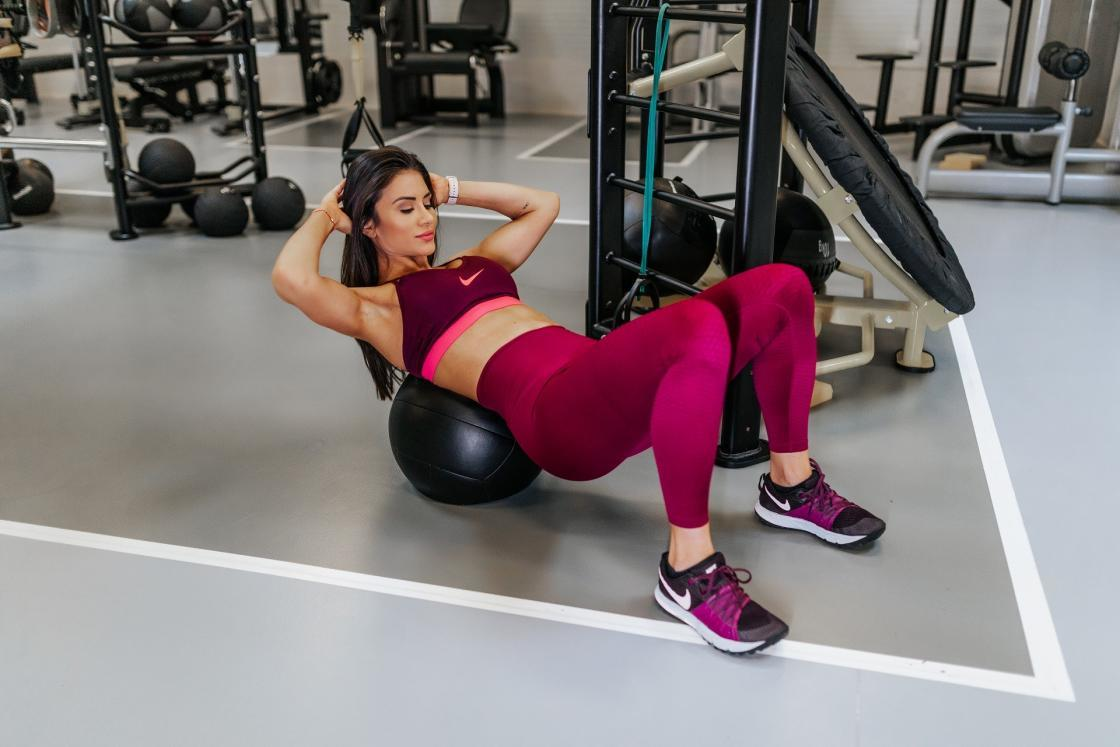 trbušnjaci-trbusnjaci-trening-vežba-vežbanje-aerobne vežbe-Janka Budimir-fitness instruktorka-vežbanje kod kuće-vežba kod kuće-iceberg salat centar-klub zdravih navika-ishrana-mišići-zdravlje