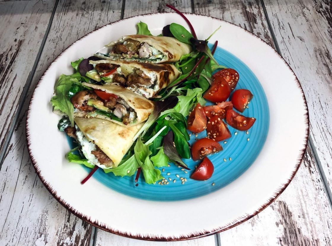 tortilje-baby mix-cherry paradajz-ručak-večera-predjelo-jelo-obrok-tzaziki sos-umak-piletina-dresing-iceberg salat centar-klub zdravih navika