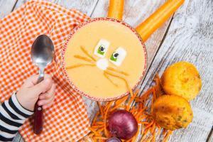 potaž od šargarepe-potaz od sargarepe-supa-čorba-jelo-obrok-ručak-večera-šargarepa-rendana šargarepa-iceberg salat centar-veseli zalogaji-klub zdravih navika