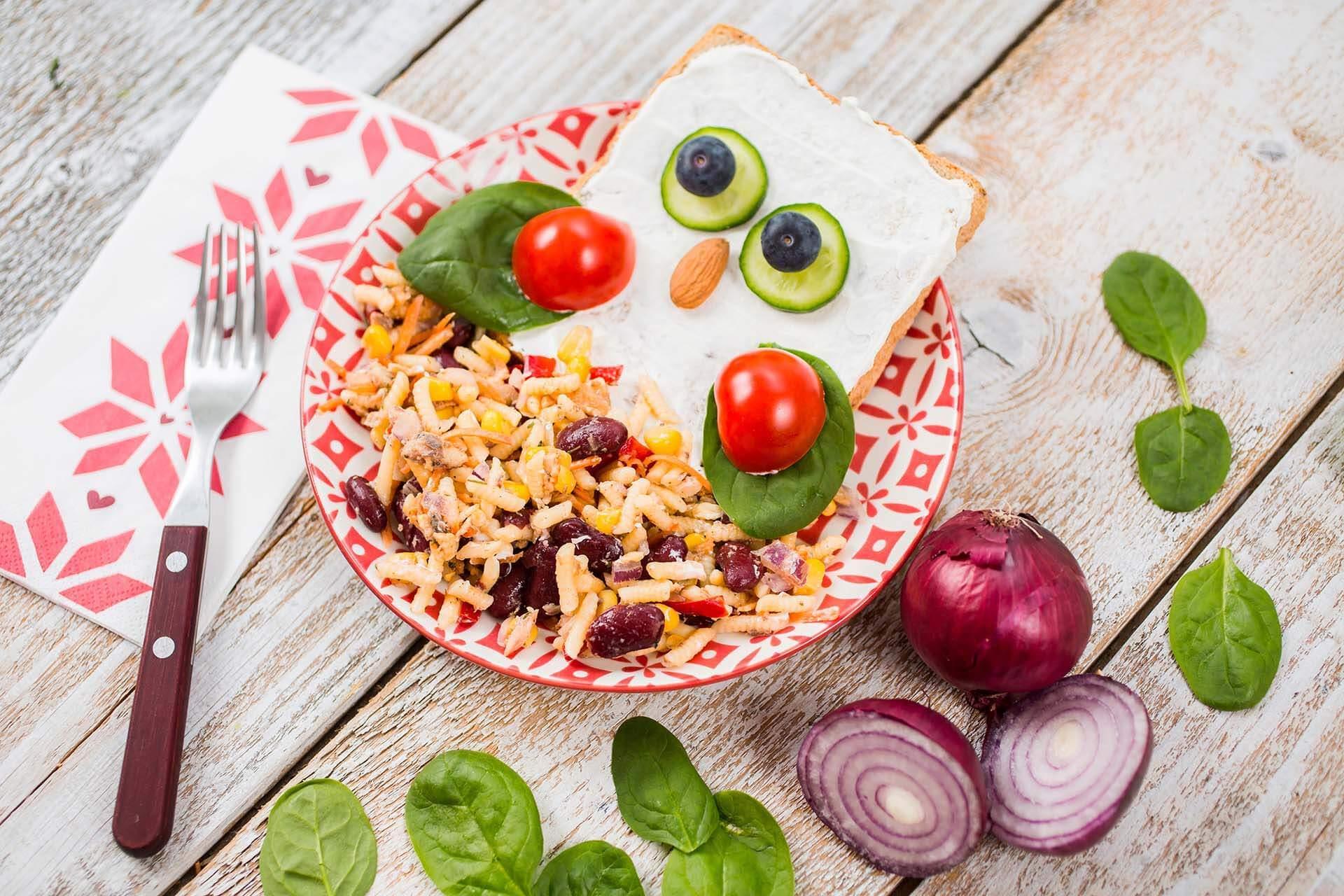 Salata sa tunjevinom i crvenim pasuljem