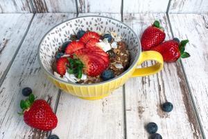 zdrav doručak, ovsena kaša sa voćem