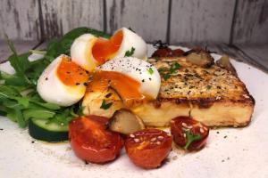 Zapečeni grčki feta sir sa čeri paradajzom