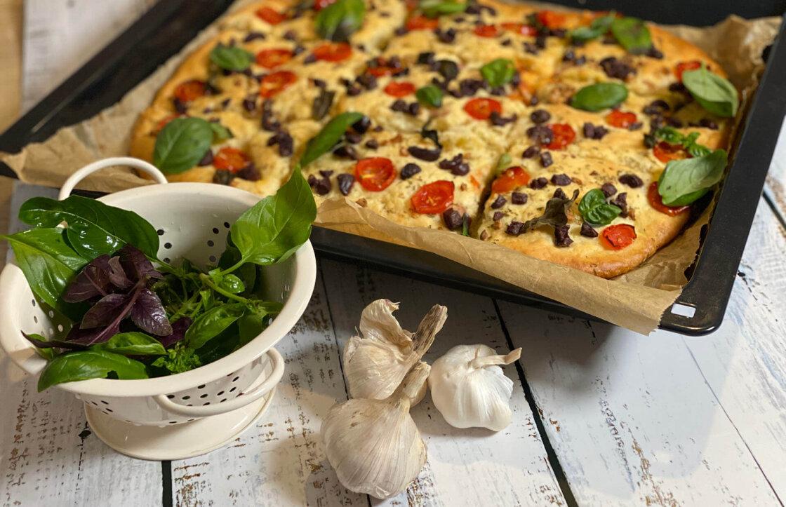 fokaca, klub zdravih navika, fokaca klub zdravih navika, kzn, fokaca kzn, mediteranska pogaca, italijanska fokaca, mediteranska fokaca, ukus italije, ukus mediterana, vecera, iceberg salat centar