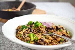 salata sa brokolijem, klub zdravih navika, kzn, salata sa brokolijem klub zdravih navika, salata sa brokolijem kzn, brokoli salata, salata od brokolija, kinoa salata, salata sa crnim pirincem, rucak, vitamini, Iceberg Salat Centar