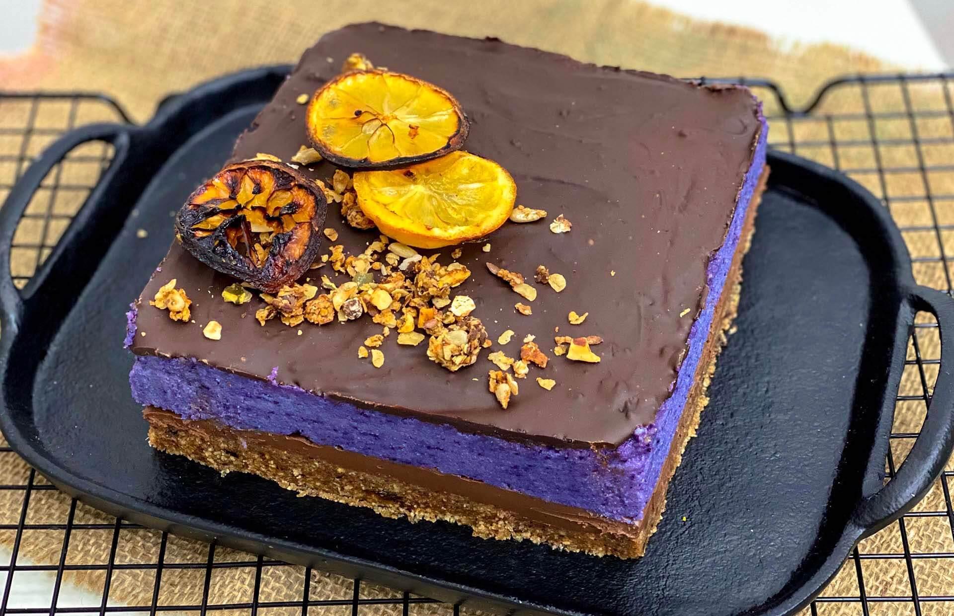 čokoladna torta, klub zdravih navika, kan, čokoladna torta klub zdravih navika, čokoladna torta kzn, čokoladna torta sa borovnicama, čoko borovnica torta, čoko torta, borovnica torta, ljubičasta torta, urme, limun, slatko, poslastica, desert, čoko desert, Iceberg Salat Centar