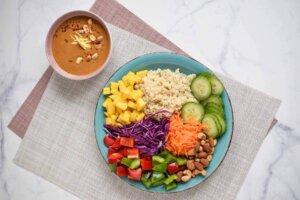 salata sa kikirikijem, klub zdravih navika, kzn, salata sa kikirikijem klub zdravih navika, salata sa kikirikijem kzn, salata sa kinoom, kikiriki salata, kinoa salata, vitaminska salata, rucak, slano, Iceberg Salat Centar