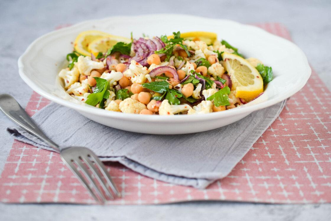 salata od karfiola, klub zdravih navika, kzn, salata od karfiola klub zdravih navika, salata od karfiola kzn, karfiol salata, salata sa kafiolom, salata sa leblebijom, salata od leblebije, leblebija salata, salata sa prelivom od limuna, slano, osvezvajuce, zdravo, vitaminsko, prolecna salata, rucak, Iceberg Salat Centar