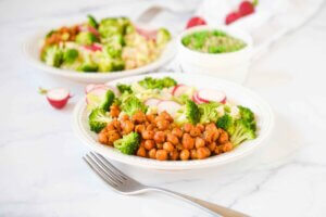 salata sa kinoom, klub zdravih navika, kzn, salata sa kinoom klub zdravih navika, salata sa kinoom kzn, salata od kinoe, kinoa salata, salata sa brokolijem, brokoli salata, salata sa pestom od graška, pesto sos, salata obrok, osvezavajuca salata, prolecna salata, prolecni detoks, detoks salata, rucak, vecera, prilog, slano, zdravi recepti, Iceberg Salat Centar