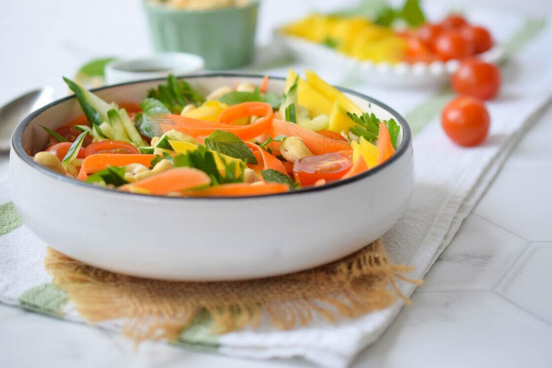 mango salata, klub zdravih navika, kzn, mango salata klub zdravih navika, mango salata kzn, salata sa mangom, thai salata, tajlandska salata, osvežavajuća salata, salata sa povrćem i voćem, slatko-slana salata, letnja salata, veganska salata, vegeterijanska salata, recepti, slano, slatko, predjelo, Iceberg Salat Centar